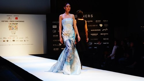 Vietnam hosts third International Fashion Week - ảnh 1