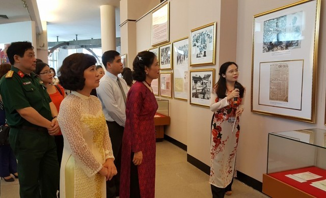 Exhibit on President Ho Chi Minh and NA and People's Council elections - ảnh 1