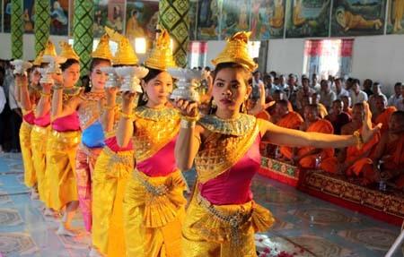阮善仁向芹苴市高棉族同胞祝贺传统新年 - ảnh 1