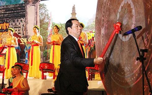 越南国家主席陈大光出席2016年长安传统庙会开幕式 - ảnh 1