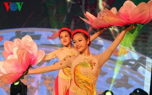 迎接2017年丁酉春节的一系列特别文艺活动在河内举行 - ảnh 1