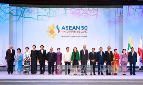 阮春福出席第30届东盟峰会开幕式 - ảnh 1