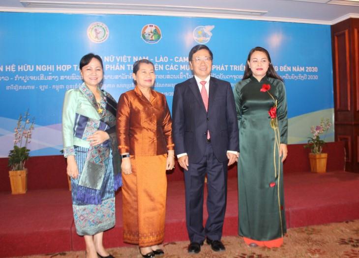 越南政府副总理范平明出席越老柬3国妇女论坛 - ảnh 1