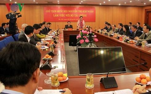 越南国会主席阮氏金银与财政部座谈 - ảnh 1