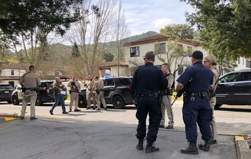 美国加州一退伍军人之家发生枪击事件3人被扣为人质 - ảnh 1