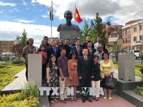 越南国会副主席冯国显访问马达加斯加 - ảnh 1