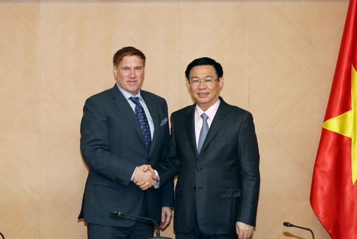 越南政府副总理王庭惠会见美国商会主席凯利 - ảnh 1