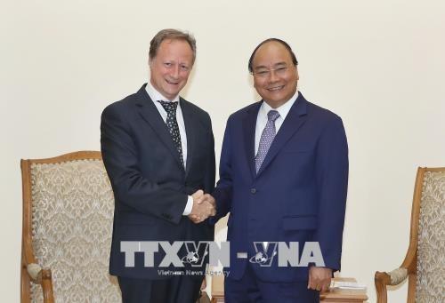 越南政府总理阮春福会见欧盟驻越代表团团长安格莱特 - ảnh 1