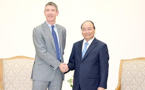 越南政府总理阮春福会见英国驻越大使贾尔斯·莱韦 - ảnh 1