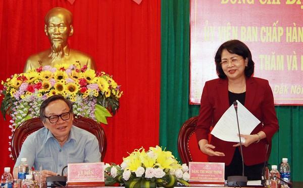 越南国家副主席邓氏玉盛视察得侬省 - ảnh 1