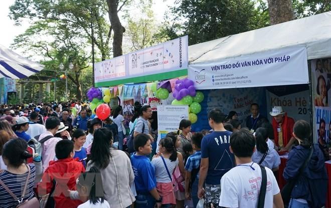 使用法语的6个国家学生参加在越南举行的夏季活动 - ảnh 1