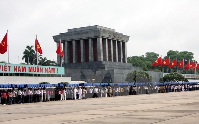 纪念遵循胡志明主席遗嘱49周年文艺晚会在河内举行 - ảnh 1