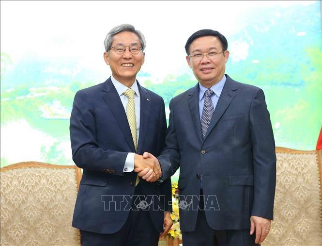 越南政府副总理王庭惠会见韩国国民银行领导人 - ảnh 1
