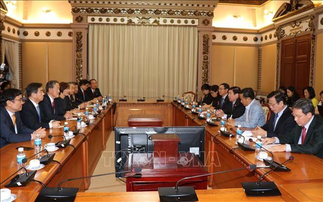 胡志明市领导人会见韩国全国经济人联合会会长许昌秀 - ảnh 1