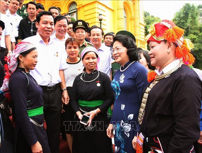 越南国家副主席邓氏玉盛会见老街省先进典型代表团 - ảnh 1