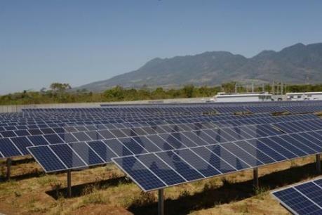 越南第一座太阳能发电厂落成典礼 - ảnh 1