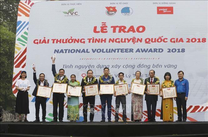 2018年国家志愿者颁奖仪式在河内举行 - ảnh 1