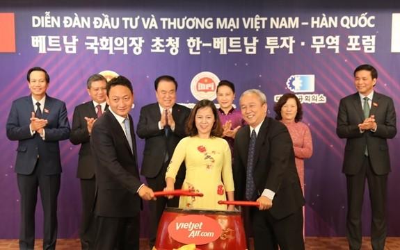 阮氏金银和韩国国会议长文喜相出席越韩贸易投资论坛 - ảnh 1