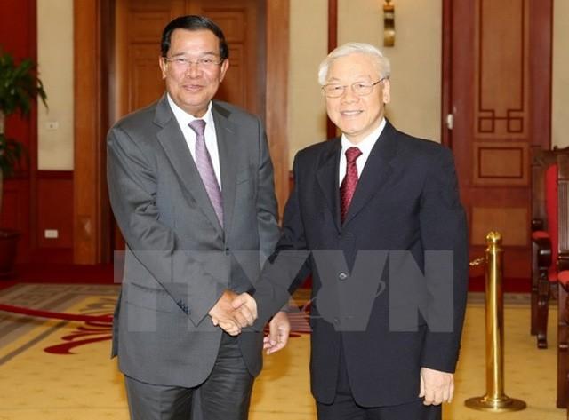 阮富仲会见柬埔寨首相洪森 - ảnh 1