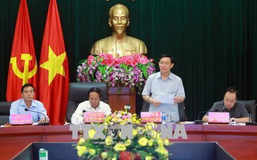 越南政府副总理王庭惠视察海防市 - ảnh 1