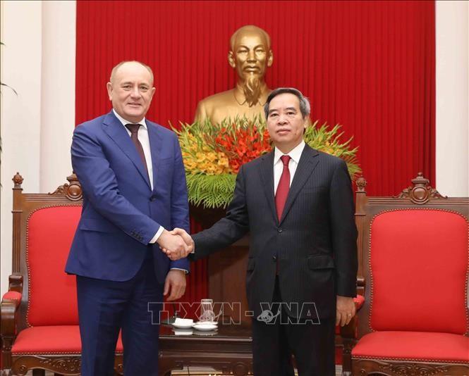 越共中央经济部部长阮文平会见Gazprom高级代表团 - ảnh 1