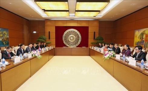 越南国会常务副主席丛氏放与老挝国会副主席宋潘举行会谈 - ảnh 1