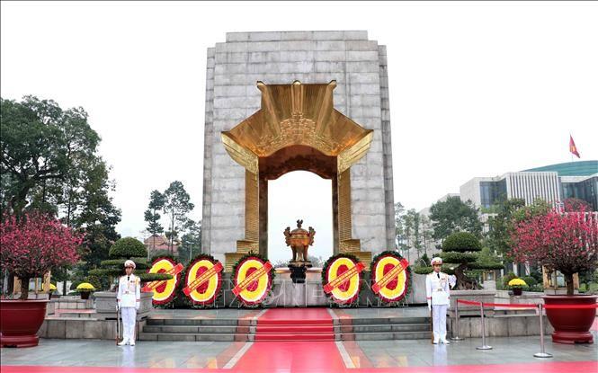 胡志明主席陵和英雄烈士纪念碑将从6月14日起暂停对外开放接待游客 - ảnh 1
