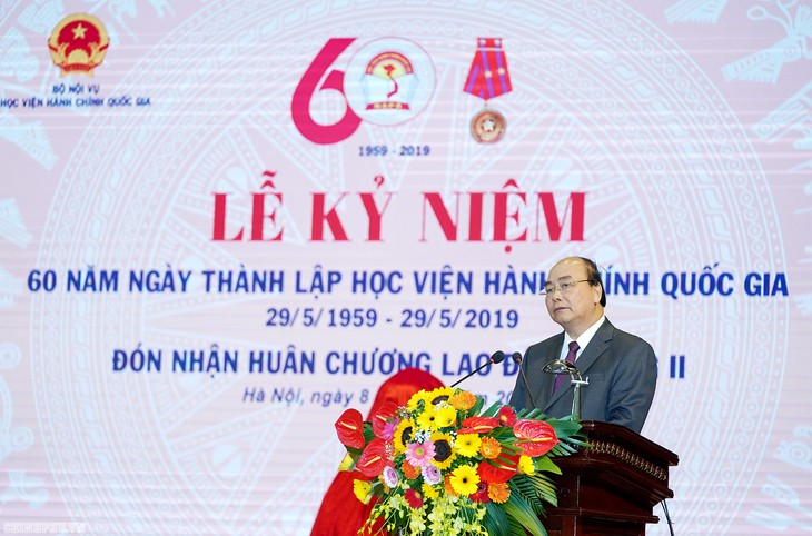 阮春福出席国家行政学院成立60周年纪念日 - ảnh 1
