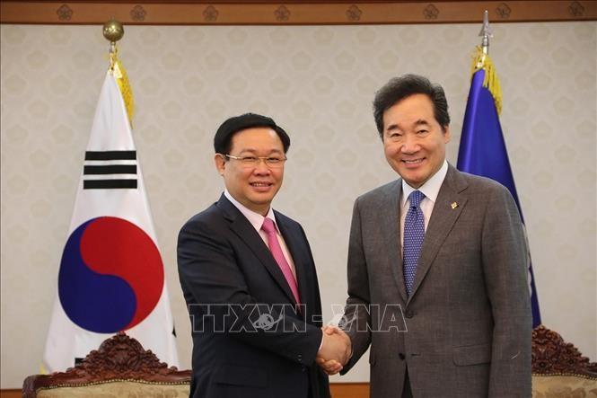 越南政府副总理王庭惠会见韩国总理李洛渊和国会议长文喜相 - ảnh 1