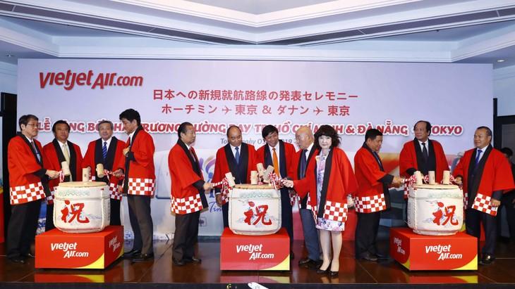 阮春福总理出席开辟越南-日本两条新航线公布仪式 - ảnh 1