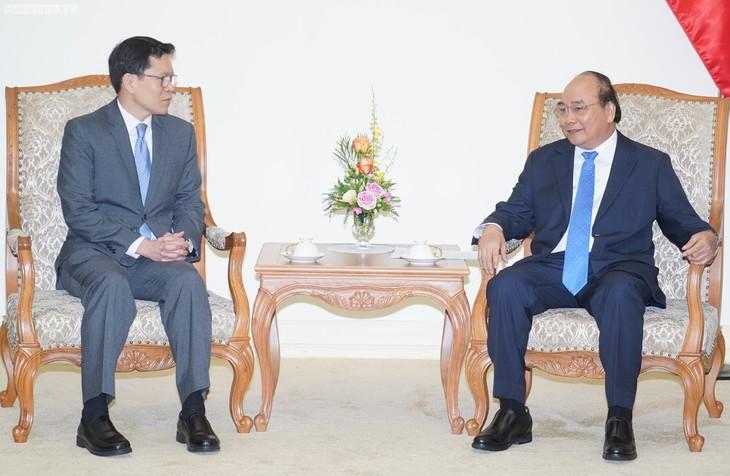 越南政府总理阮春福会见泰国央行行长维拉泰.桑蒂普拉霍 - ảnh 1