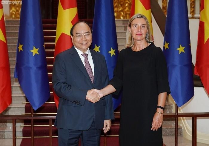 越南政府总理阮春福会见欧盟委员会副主席莫盖里尼 - ảnh 1