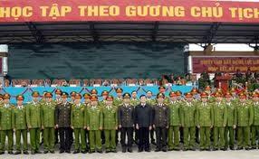 Staatspräsident besucht die Spezialeinheit der Polizei - ảnh 1