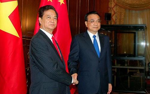 Premierminister Nguyen Tan Dung führt bilaterale Gespräche bei ASEM 10 - ảnh 1