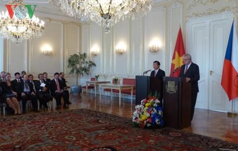 Die freundschaftlichen Beziehungen zwischen Vietnam und Tschechien auf neues Niveau bringen - ảnh 1