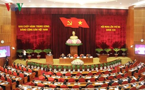 Erster Tag der ZK-Sitzung in Hanoi - ảnh 1