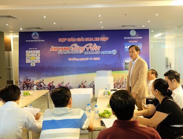 """Fast 300 Radsportler nehmen am Radrennen """"Echo des Han-Flusses"""" teil - ảnh 1"""