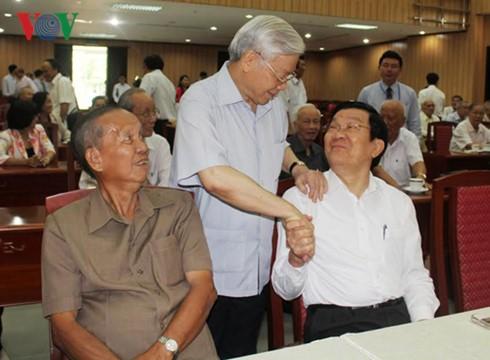 Das Sekretariat der Partei trifft Altspitzenpolitiker in Südvietnam - ảnh 1