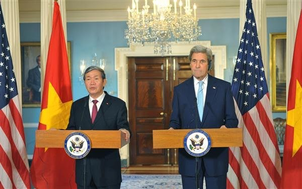 Mitglied des Politbüros Dinh The Huynh trifft US-Außenminister John Kerry - ảnh 1