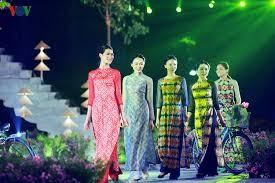 Ao Dai-Festival Hanoi vermittelt kulturelle Botschaft  - ảnh 1