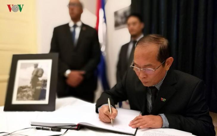 Die Vaterländische Front und die Stimme Vietnams gedenken Fidel Castro - ảnh 1