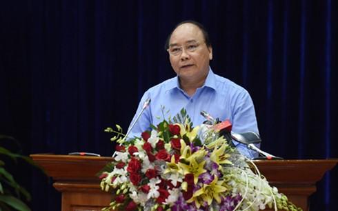 Premierminister Nguyen Xuan Phuc besucht Firma Minh Phu zur Verarbeitung von Garnelen - ảnh 1