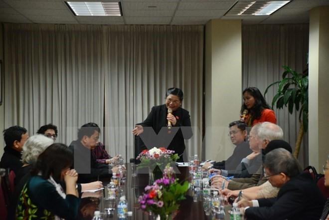 Vizeparlamentspräsidentin Tong Thi Phong trifft Vietnamesen in New York - ảnh 1