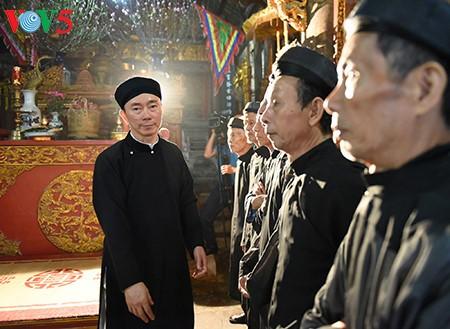 Vietnamesischer Botschafter macht Werbungen für Nationaltracht Ao dai - ảnh 8