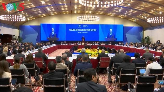 Premierminister Nguyen Xuan Phuc nimmt bei Eröffnung der APEC-Handelsministerkonferenz teil - ảnh 1