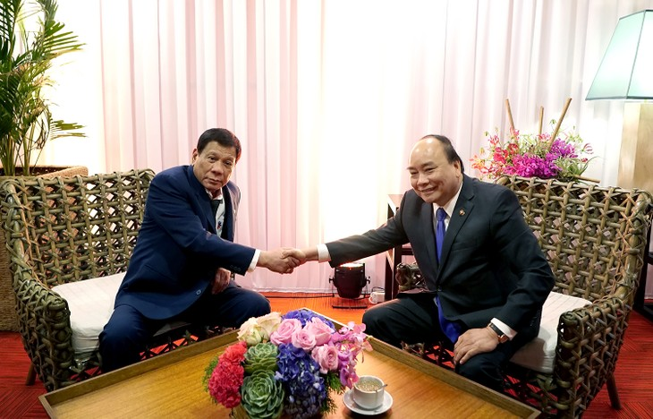 ASEAN-Gipfel: Premierminister Nguyen Xuan Phuc trifft philippinischen Präsidenten Duterte - ảnh 1