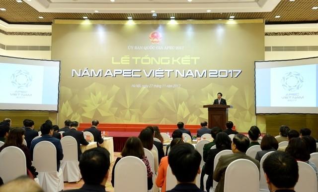 Staatspräsident Tran Dai Quang nimmt an APEC-Bewertungskonferenz teil - ảnh 1