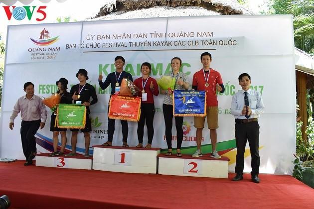 Kajakrennen im Phu Ninh-See - ảnh 13