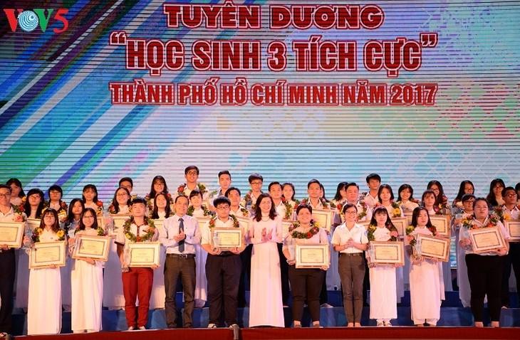 Viele Aktivitäten zum Tag der vietnamesischen Studenten und Schüler - ảnh 1