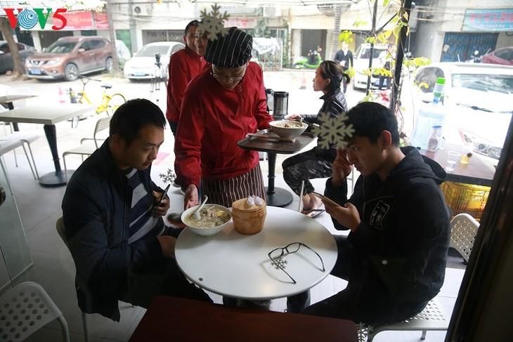 Vietnamesische Küche beliebt in chinesischem Guangxi  - ảnh 1